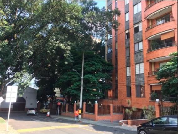 Apartamento en Poblado edificio Square