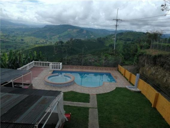 Casa Campestre de 4 Alcobas en La Cabaña
