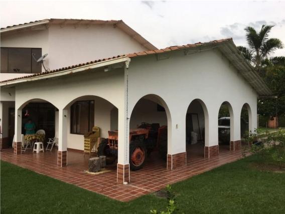 Casa Campestre en Condominio Privado en Santagueda