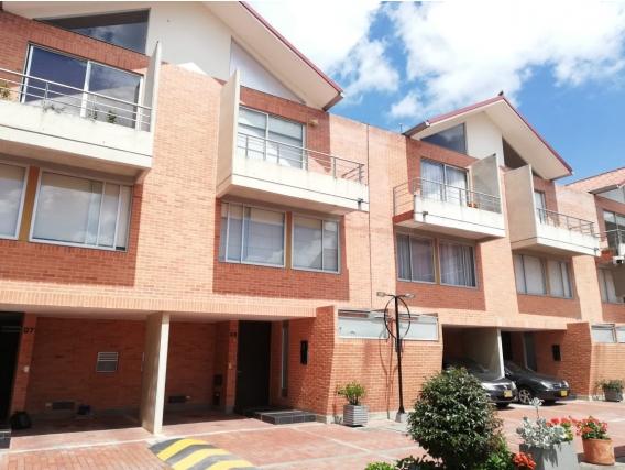 Casa de 3 pisos en Chia