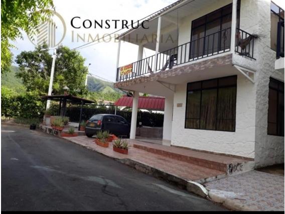 Excelente Casa De 218 M2 En Condominio